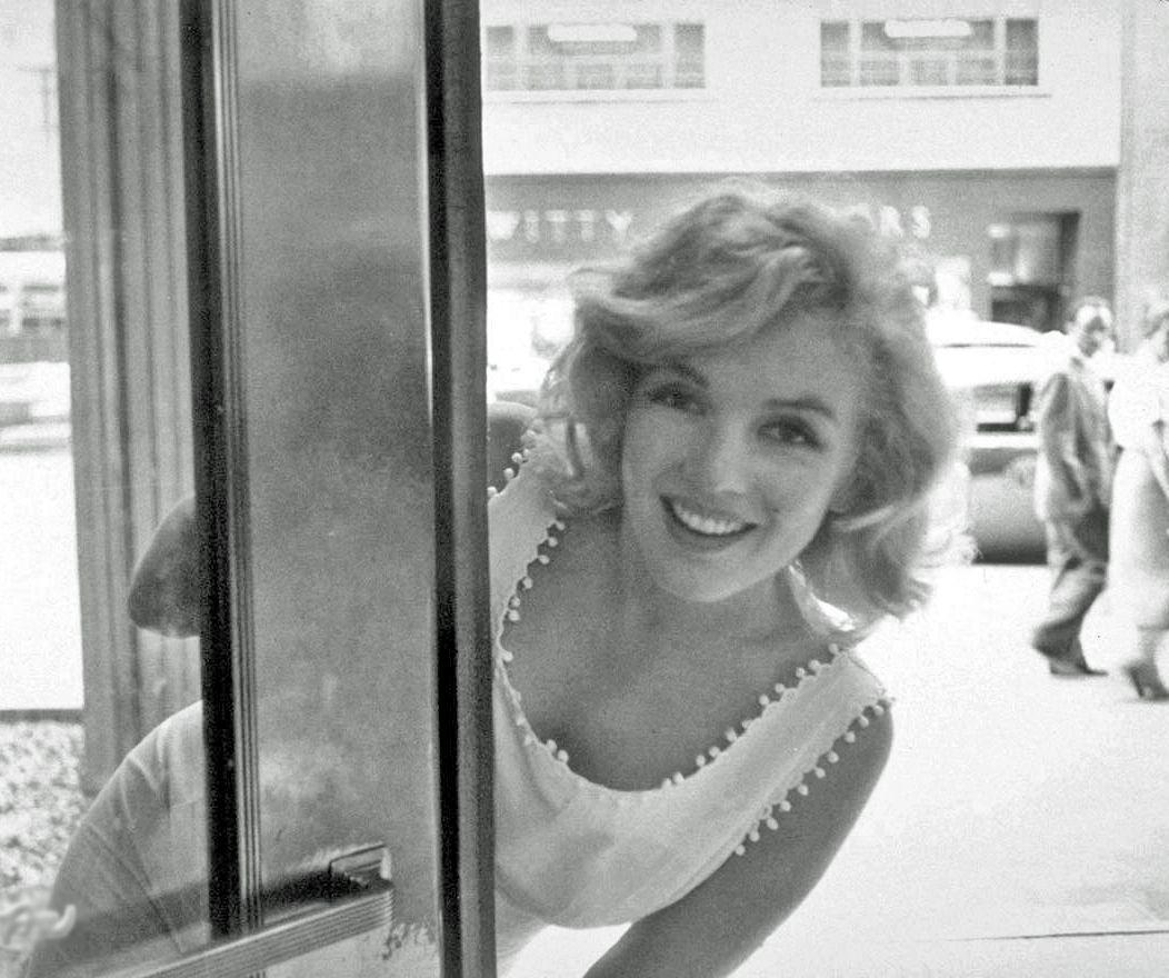 Monroe Shopping In York City - 1957. Sam