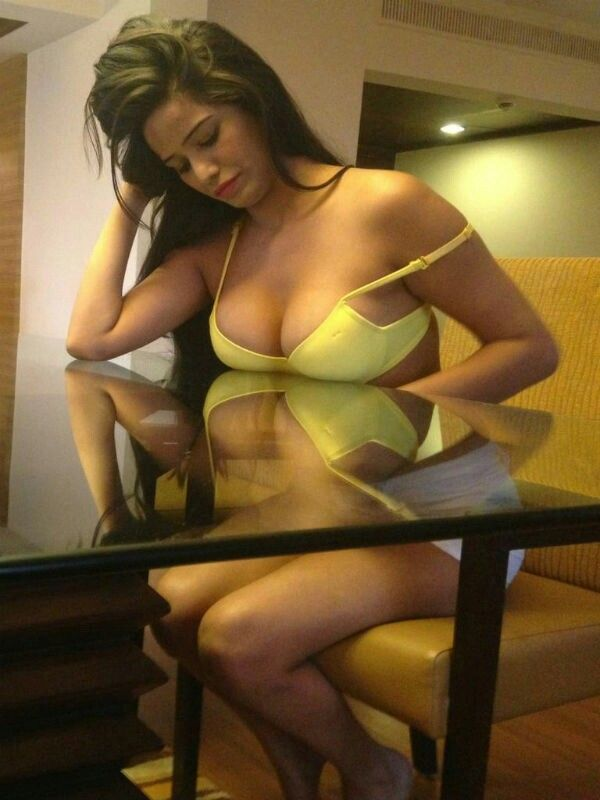 Poonam Pandey Hot
