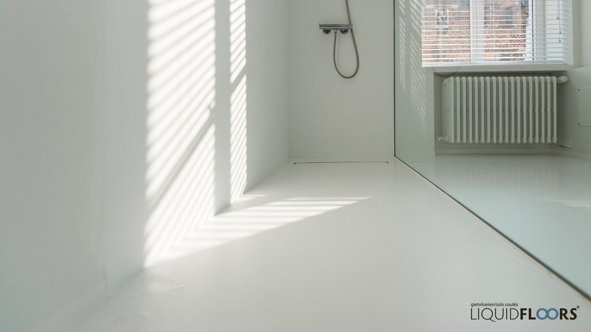 Inloopdouche naadloos design douche badkamer witte kleur interieur