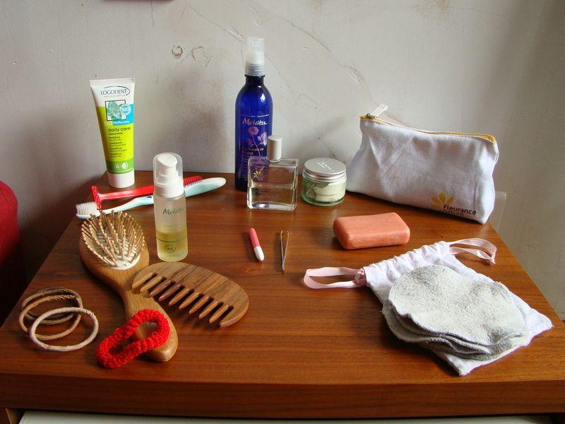 Ma trousse de toilette minimaliste minimalisme et art de for Minimaliste art de vivre