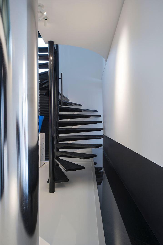 1238 - Picture gallery #architecture #interiordesign #staircase #black #white