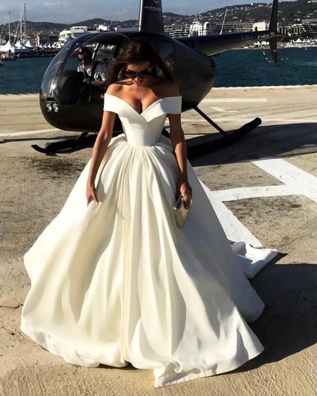 Sexy Deep V-Ausschnitt Ballkleider Satin Brautkleider Weg Von Der Schulter Brautkleider W8753 #attireforwedding