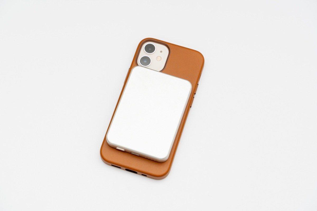 Magsafe対応で経年変化が楽しめる本革ケース Iphone12シリーズ用apple純正レザーケース Monotice 2021 レザーケース ケース レザー
