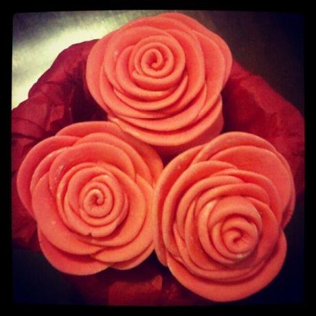 Pink Fondant Roses - The Cake's Truffle