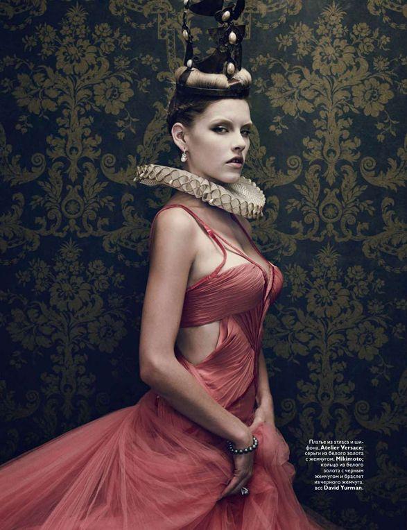 Editorial Da Vogue Russa em 2010, com peças inspiradas no Renascimento.