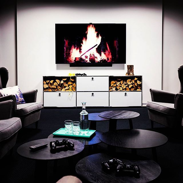 How about a cozy warm fire in your #livingroom ? #livingroomdesign #livingrooms #homedesign #homes #homefurniture #homefurnishings #modular #furniture #interior #interiordesign #modernism #designinterior #designlovers #swissmade #usmhaller #usmmakeityours #usmmod