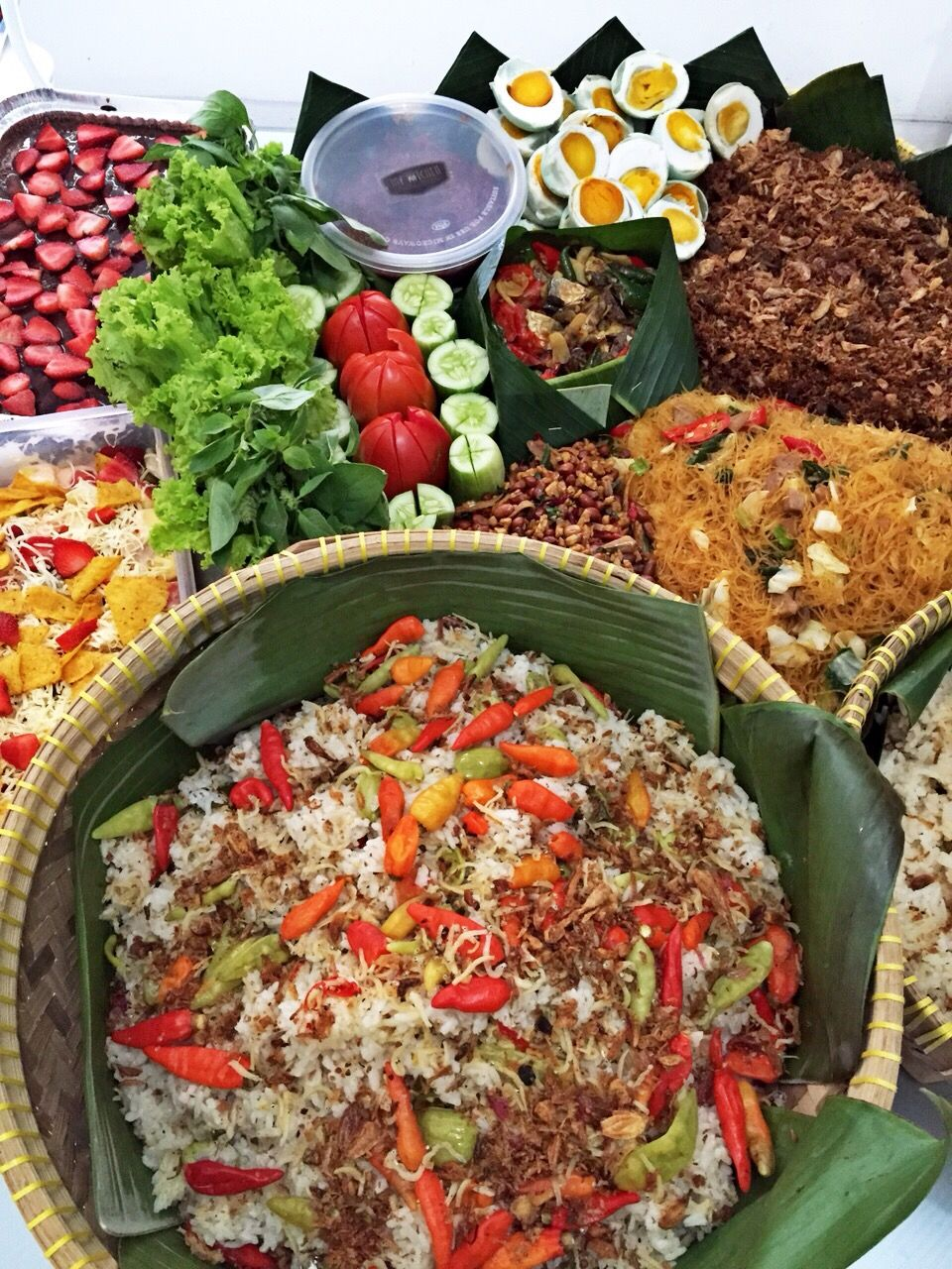 Nasi Liwet Komplit : liwet, komplit, Liwet, Jawa,, Sunda,, Cooker, Ideas, Liwet,, Indonesian, Food,, Traditional