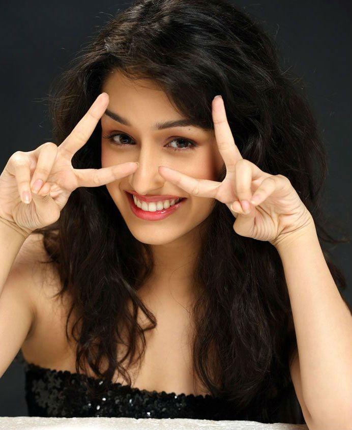 Shraddha Kapoor Smiling Sexy Wallpapers Download Shradhha Kapoor