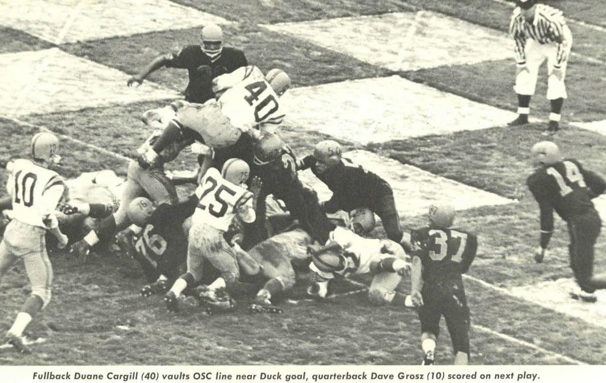 1960 Oregon Fullback Duane Cargill Leaps For The Goal Line Vs Oregon State From The 1961 Oregana University Of Oreg University Of Oregon Oregon Ducks Oregon
