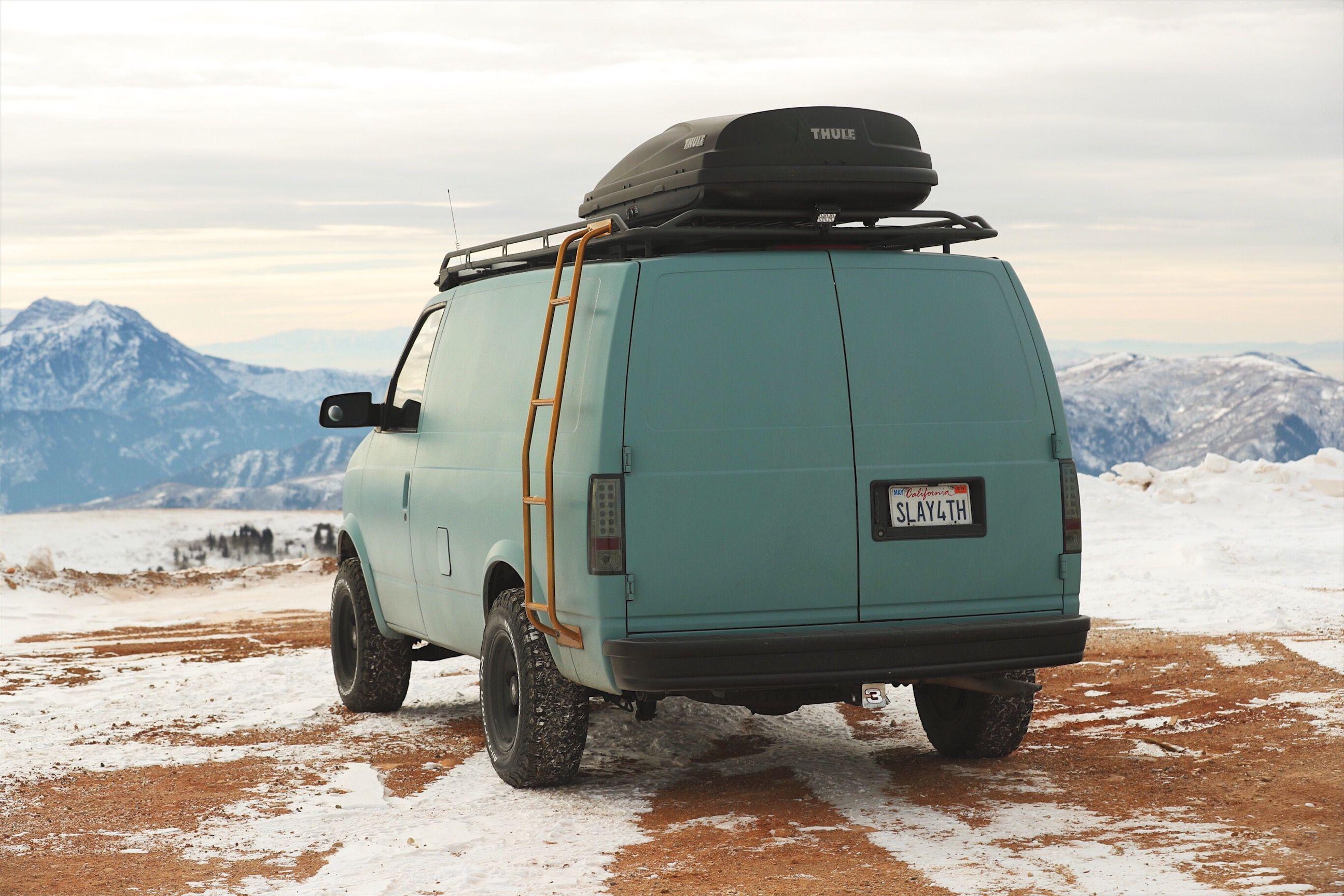 2fab93678f35 04  GMC Safari AWD