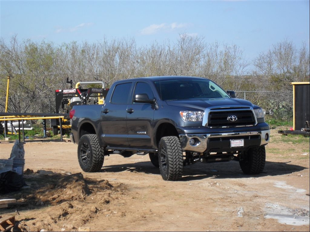 Toyota tundra crewmax lifted check out the toyota tundra review at