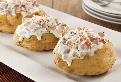 Baked Potato Recheada com Salsicha e Requeijão - Gastrovia Turismo e Gastronomia