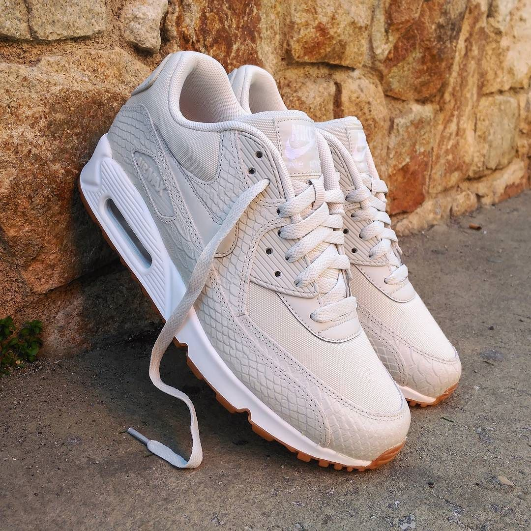 bdb2c1c7b032 Nike Air Max 90 Wmns (Light Bone Gum) Sneaker Freaker