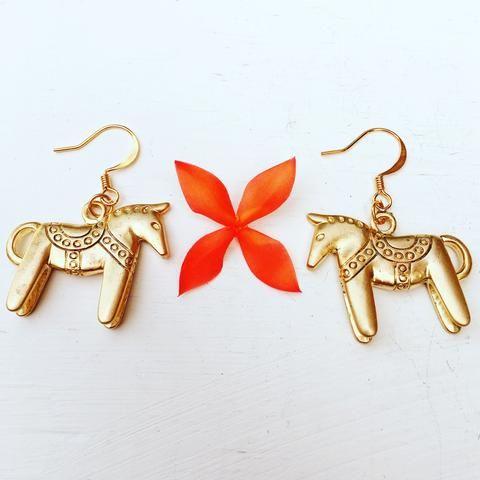 hevonen earrings