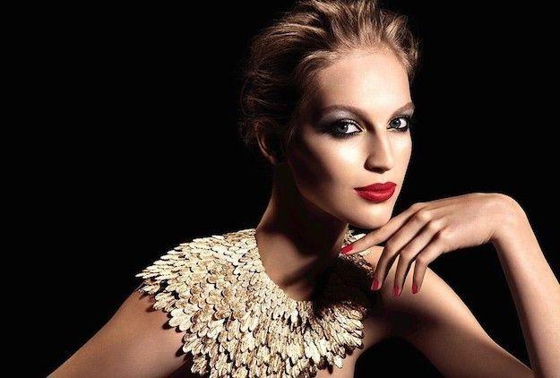 #Belleza Se ha puesto de moda usar el efecto un poco mate para los labios finos.