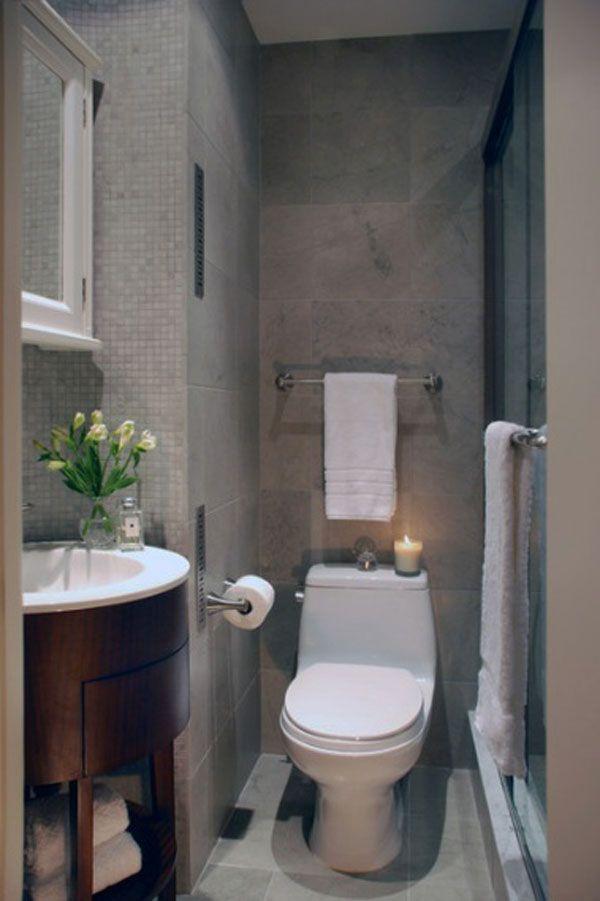 Une douche et un WC pour l\u0027aménagement de cette petite salle de bain