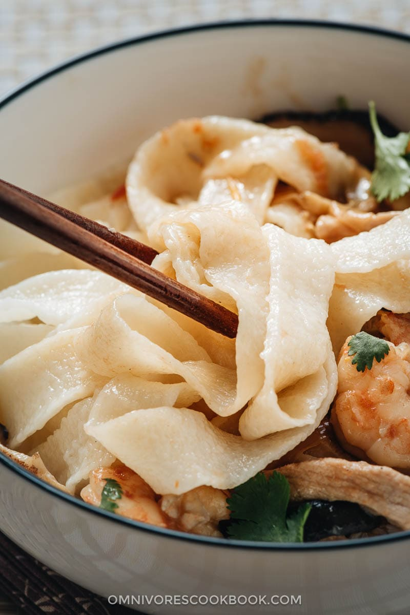 Easy Hand-Pulled Noodles (拉面, la mian dough) in 2020 | Yummy pasta recipes, Easy delicious ...