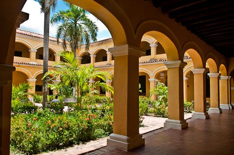 http://www.breakingroutine.com/wp-content/uploads/2012/09/58-santa-cruz-de-mompox-036-20120831-a-colonial-buildings-courtyard.jpg