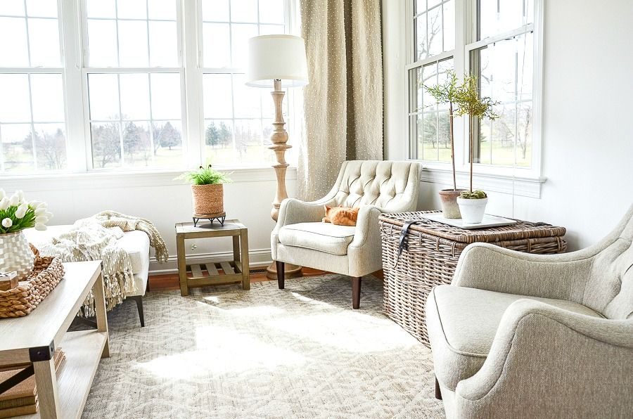Best tips for decorating a small room #stonegable #stonegableblog #homedecor #decorating #decoratingasmallroom #springdecorating #spring #homedecorinspo #homedecoratingtips