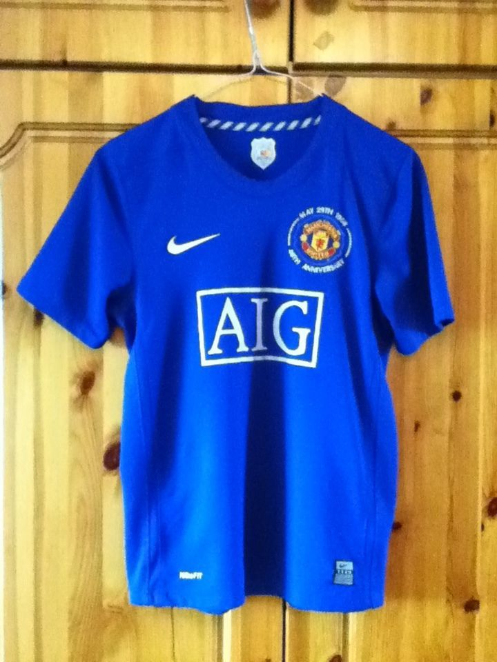 372c34fa1 The Manchester United Football Club 3rd Away Jersey for the 2008-2009  Premier League Season. The shirt is Childrens Large Nike and suitable for  12 - 13 Year ...
