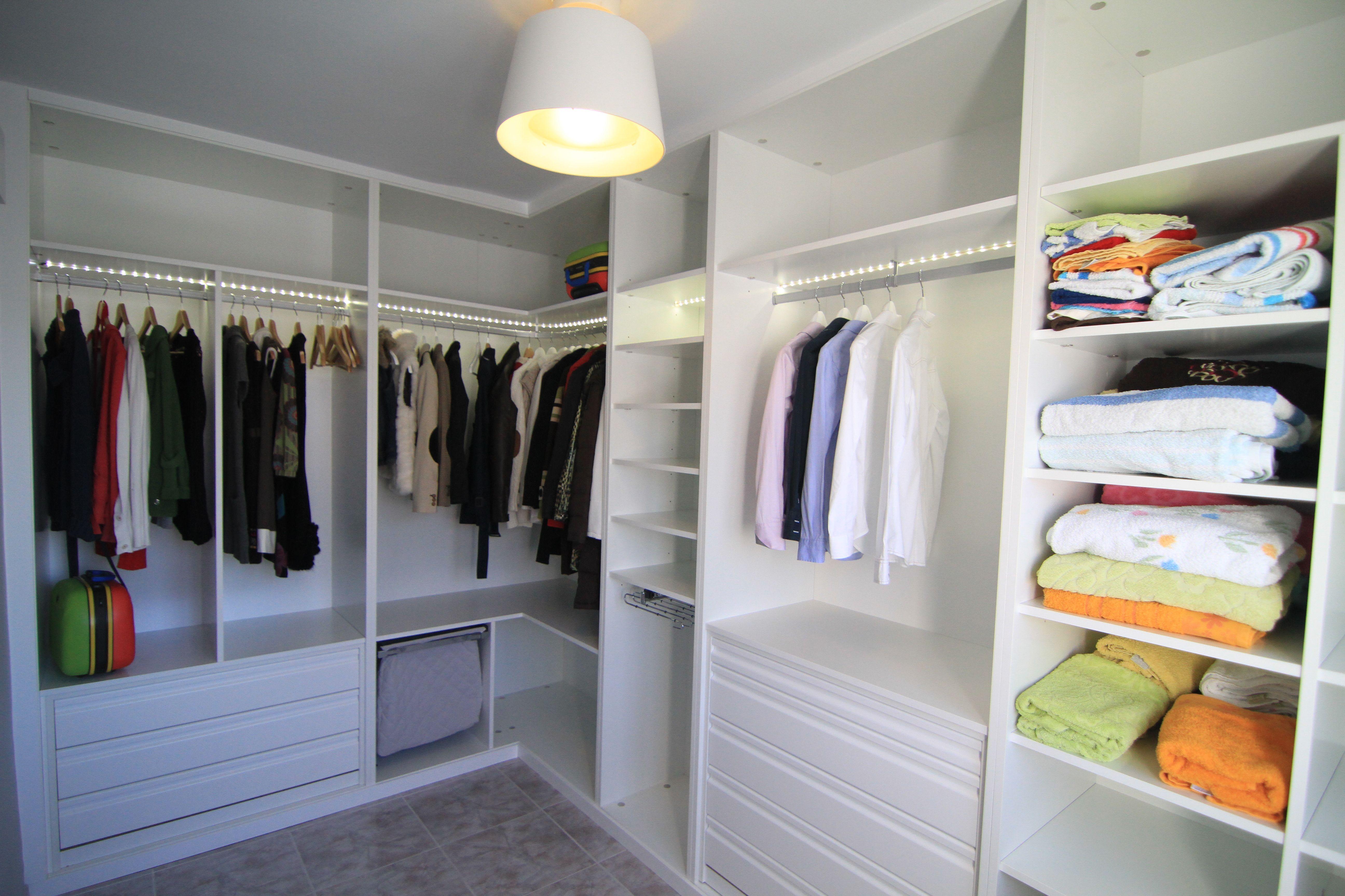 Vestidor blanco en l con cajones de extracci n total tolva para ropa sucia barras e - Armario en l ...