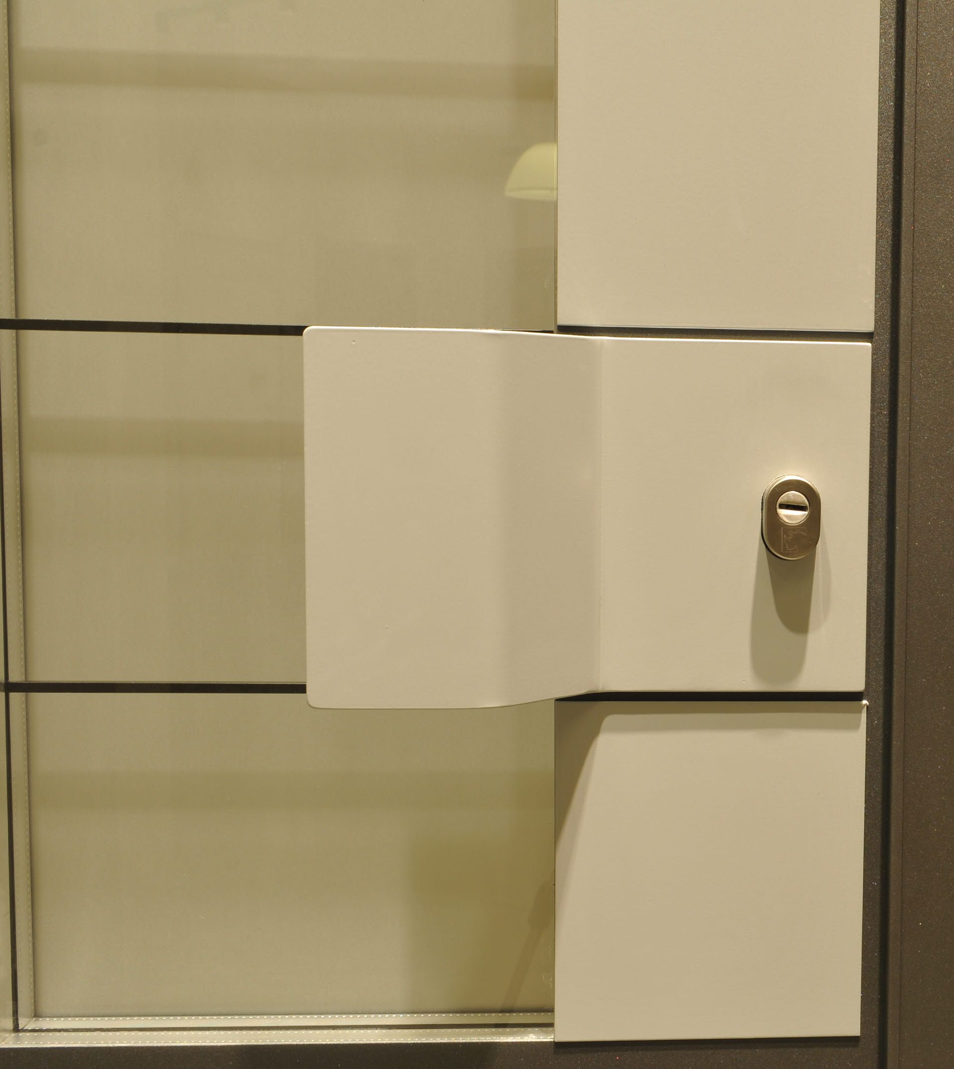 Knobs Pointe Apartments: A Unique Handle For Rowena, Pasquare And Anacona Doors