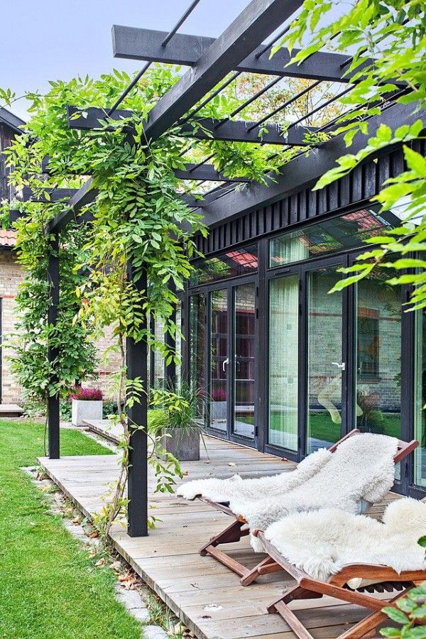 30 Idees Deco Pour Une Terrasse Scandinave En Noir Et Blanc Terrasse Jardin Jardins Pergola Terrasse