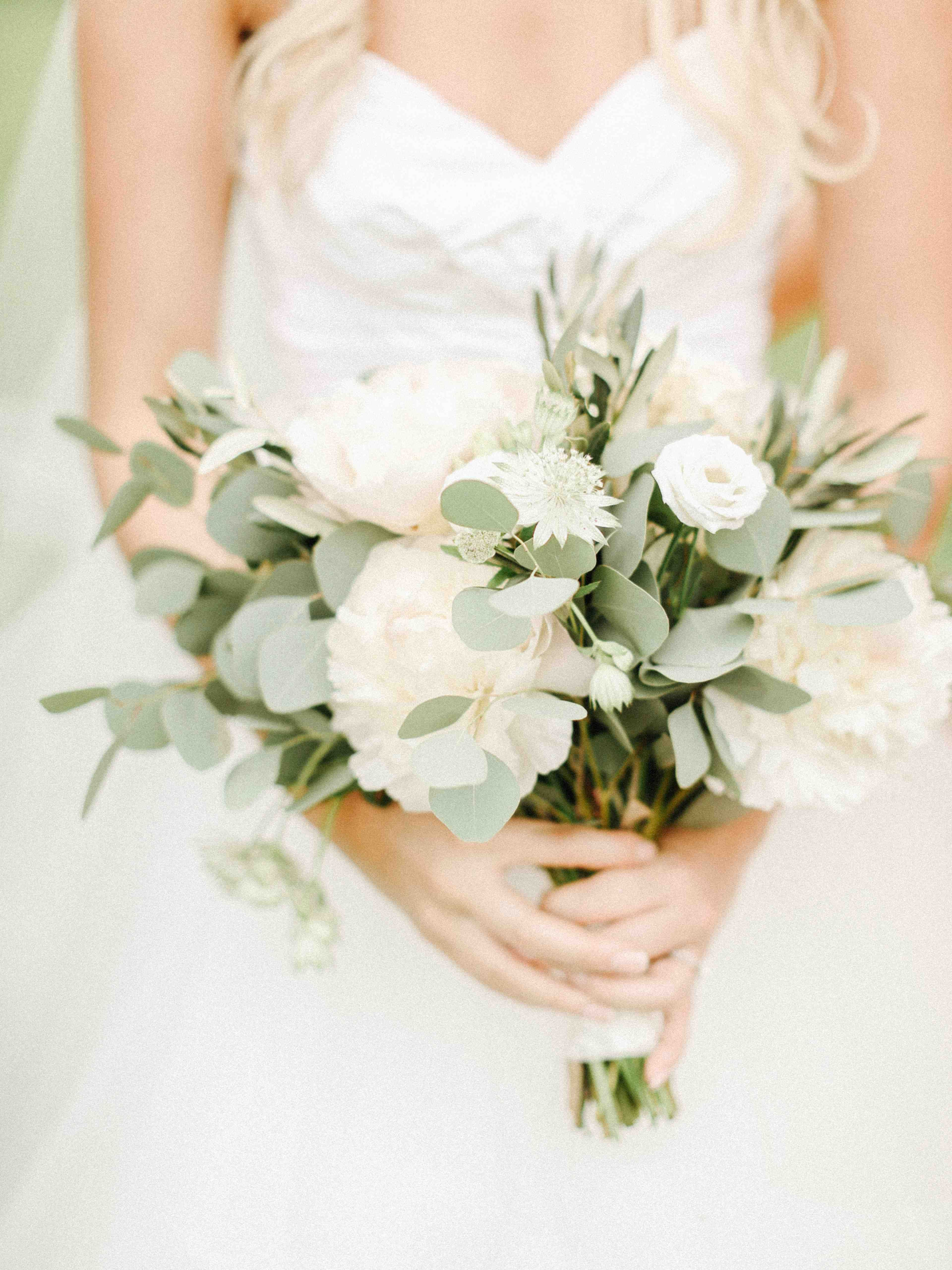 Romantic Loose And Natural Hand Tie With Lots Of White Flowers And