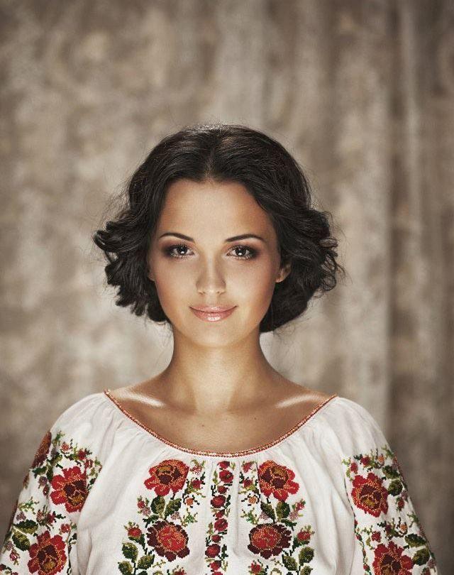 Doina Sulac//Doina Sulac (b. Novembre Juillet 1988 , Chisinau )  est un chanteur de musique folklorique et des compositeurs de la Moldavie .