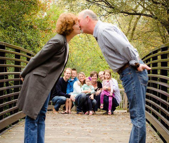 70+ Family Photo Ideas 11 #grandparentphoto