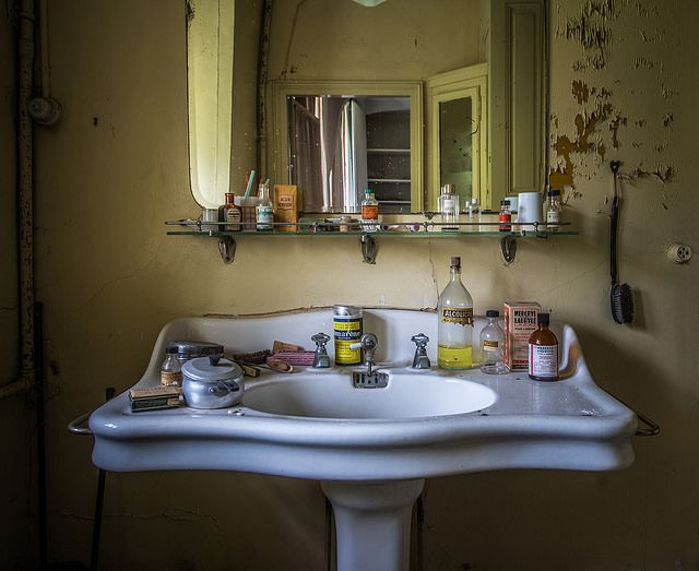 Château Martin pêcheur | Flickr - Photo Sharing! Honey you forgot to clean up after yourself. Again! Makes you wonder where they went. I love the sink and fixtures.