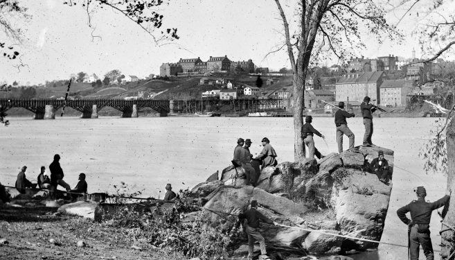 Union Soldiers on the Banks of the Potomac