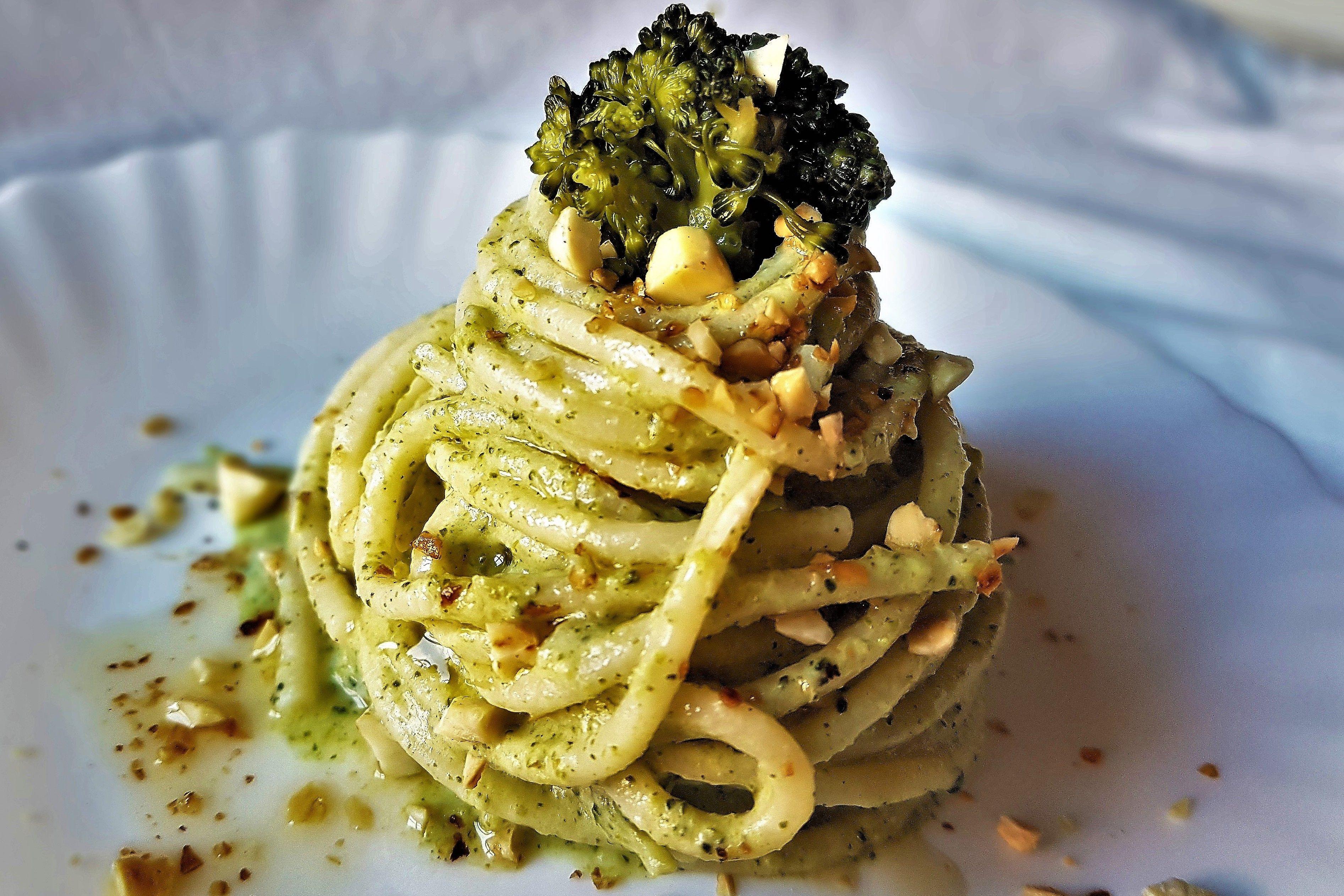 Spaghetti Con Crema Di Broccoli E Mandorle Tostate Recipe Food