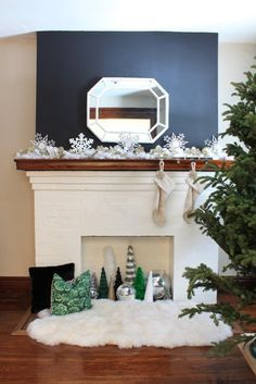 Take a tour of this elegant holiday home that has easy holiday decorating ideas at DecorAdventures.com #holidaydecor #holidaydecorating #easydecorating #oldhouse #ChristmasDecorating  Take a tour of this elegant holiday home that has easy holiday decorating ideas at DecorAdventures.com #holidaydecor #holidaydecorating #easydecorating