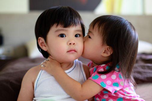 twin-girls-kiss