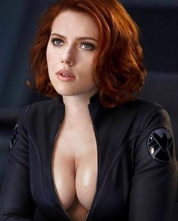 scarlett johansson naked boobs