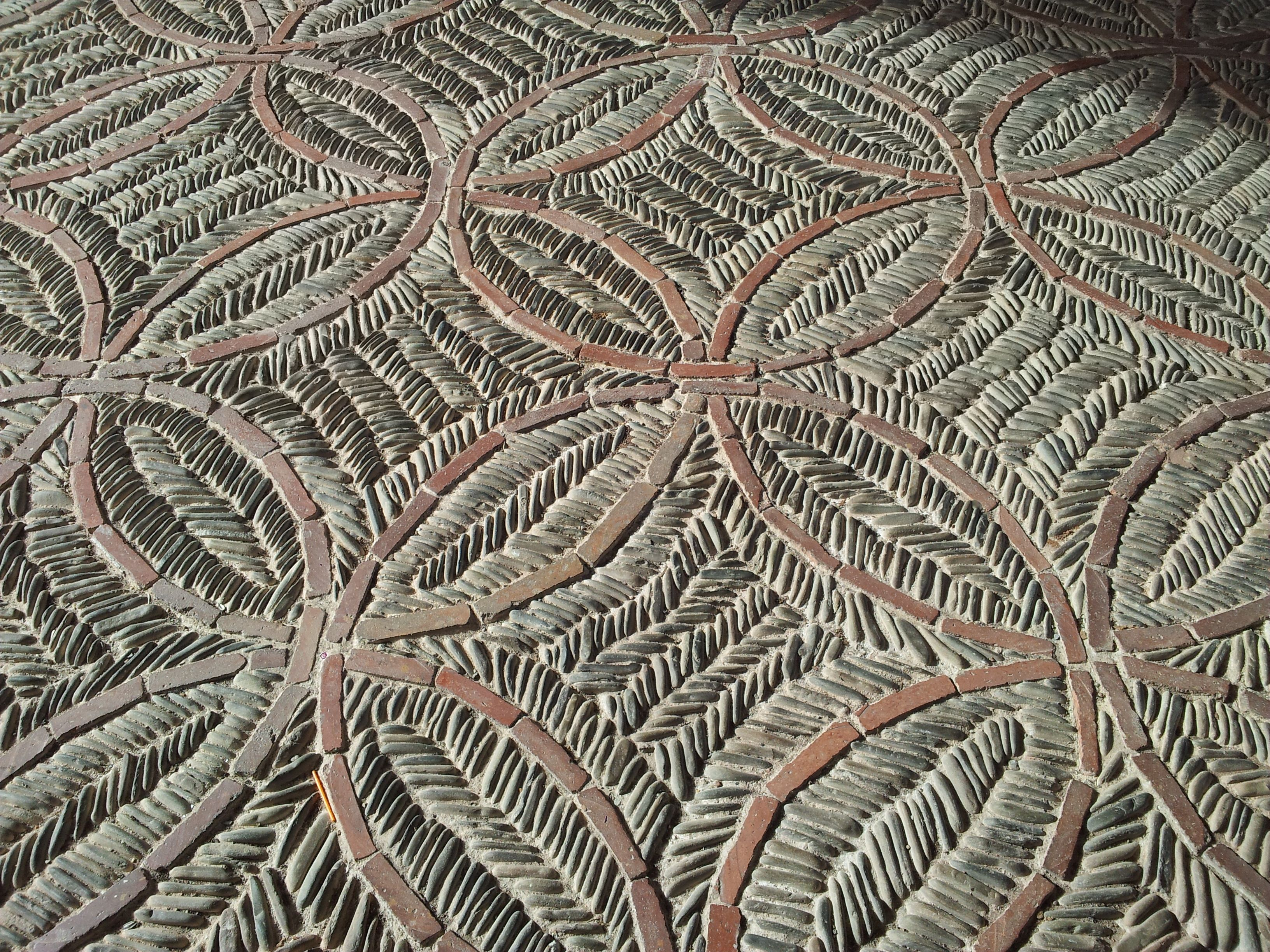 Pavimento de canto rodado suelos canto rodado for Pavimento con mosaico