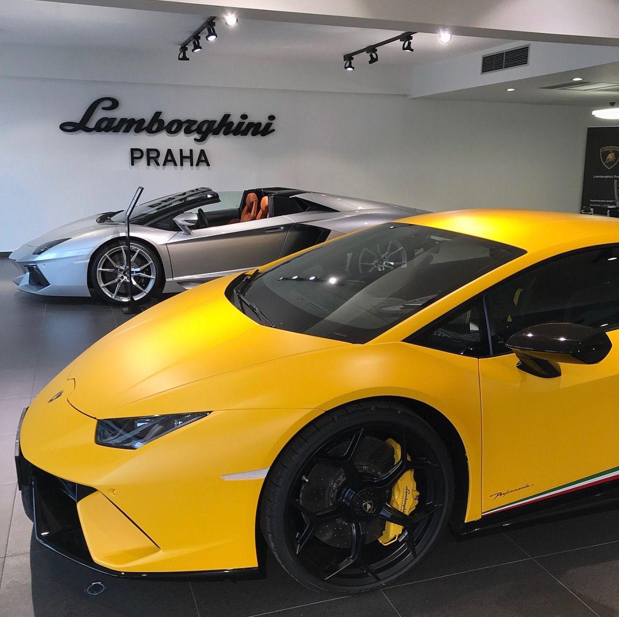 Lamborghini Huracan Performante painted in Giallo Horus w/ Tricolore ...