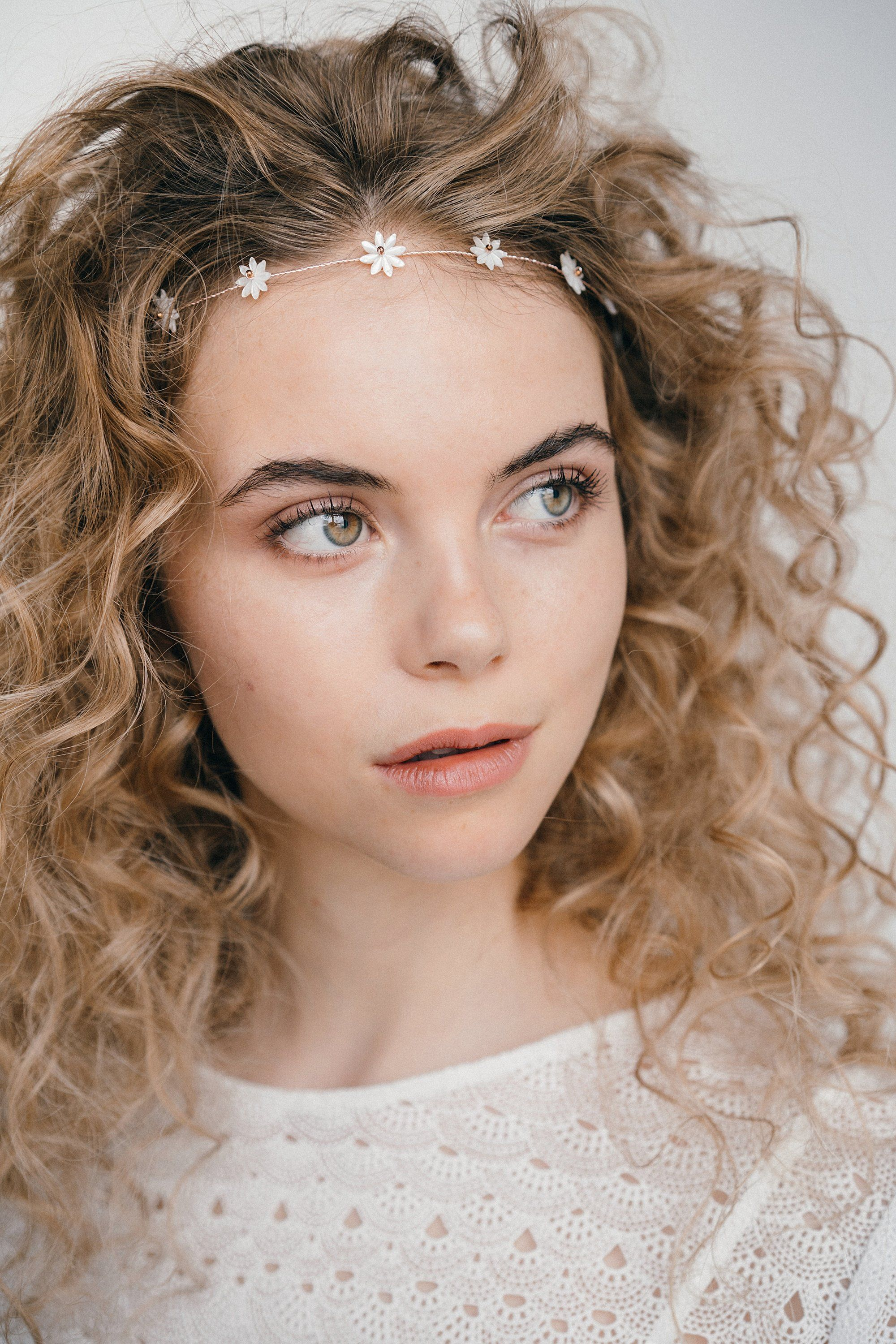 21++ Wedding hairstyles with headband and curls trends
