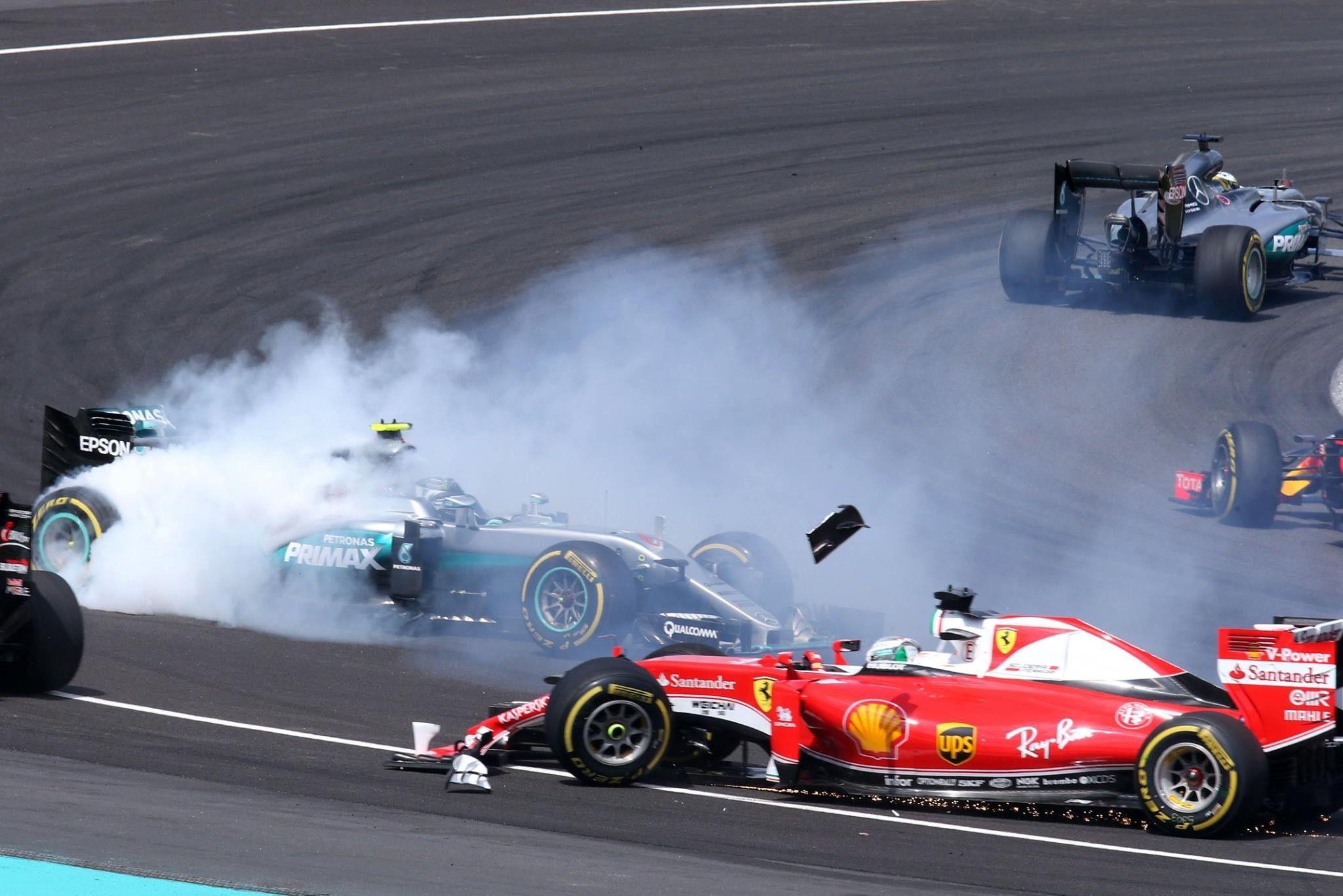 First Corner At The 2016 Malaysia Formula One Grand Prix At Sepang Circuit Formula 1