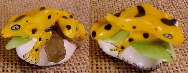 Wounaan Golden Tagua Frog Carving-Panama #4014