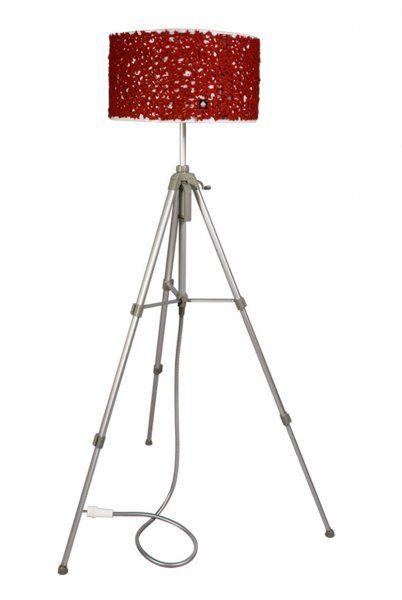 Tripé fotográfico em alumínio anodizado (prateado). Fio elétrico em tubo de chuveiro metálico (prateado mate). tomada elétrica (branco). 60-166cm X 40-95cm   (H X Ø). DETALHES ABAT-JOUR. tambor de máquina de lavar em aço inox lacado (branco).costumizado com tecido de feltro (vermelho)lâmpada economizadora incluída (1 x 25w E27ES)28cm X 48cm  (H X Ø)