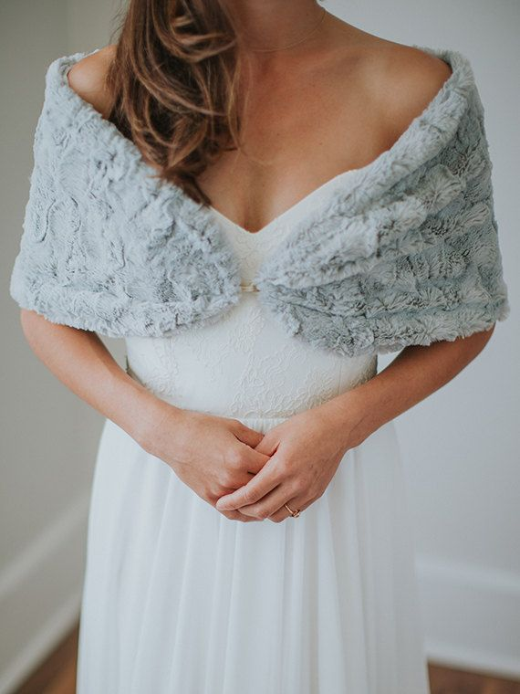 Pretty Ways to Keep the Bride Warm – 21 Chic Bridal Cover-Ups ...