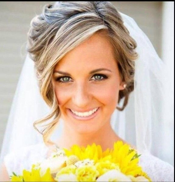 At Bride S By Valerie Clarke We Provide Elegant And Timeless Hairstyles And Makeup Artistry For Brides Amp Bridal Attendants Bride Bridal Attendant Beauty