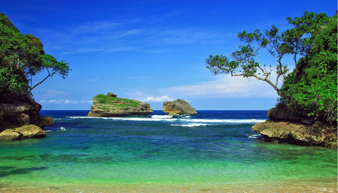 20 Pemandangan Alam Pantai Di Malang Pantai Ngliyep Malang Pantai Ombak Besar Ngalam Co Download Pantai Balekambang Dan Batu Beng Di 2020 Pemandangan Pantai Alam
