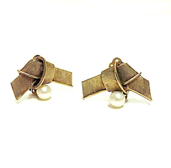 Vintage 14K gold pearl earrings 1960s Matte Finish by CoconutRoad,