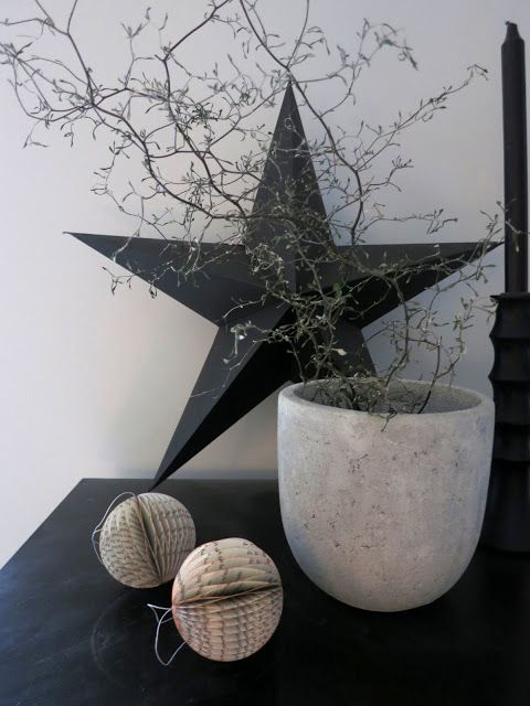 contemporary Christmas styling with black - PLATEFUL OF LOVE: Musta joulu / Black christmas