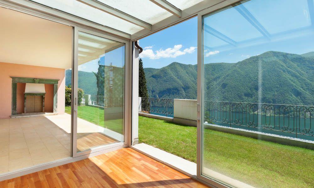 Baie vitrée : choix, dimension, devis | Veranda prix, Fenêtre pvc et Veranda