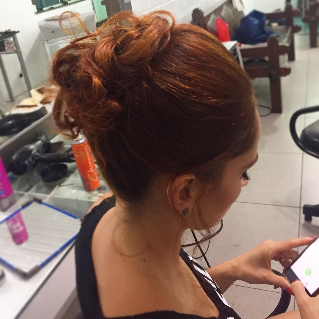 A linda cliente de sábado com nossa produção!!! Make e cabelo: @gabrielabarrosmakeup . . . . . #makeup #maquiagem #cute, #photooftheday, #picoftheday, #fashion, #selfie, #style, #followme #look, #photo #picoftheday,#fashion, #photooftheday, #photo, #follow4follow #style #beauty, #makeup #look, #lookdodia, #ootd #follow #selfie #nail, #cabelo #hair, #beauty #picture, #like4like #love #likeforfollow #blogger, #fashionblogger, #pictures #penteado…