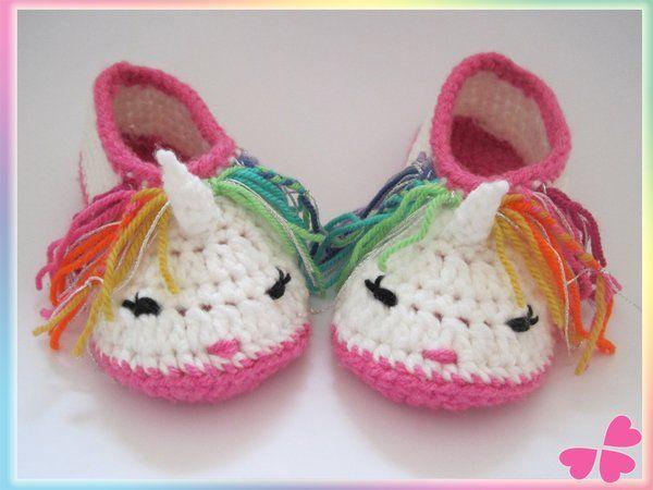 Süße Einhorn Schuhe für Kleinkinder. Rosa Kinderschuhe mit
